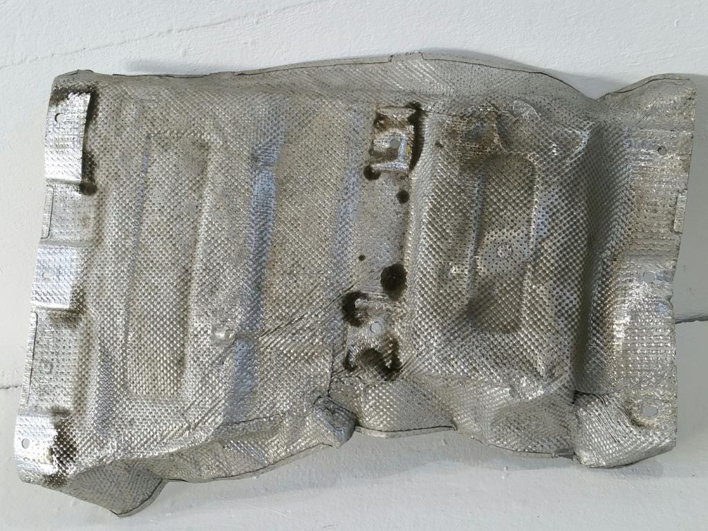 VW T5 7H Bj.05 orig. Hitzeschutzblech Mitte 7H0825661