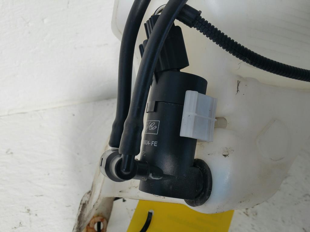 Ford Focus DA3 Bj.08 Waschbehälter mit einer Pumpe 4M5113K163AG