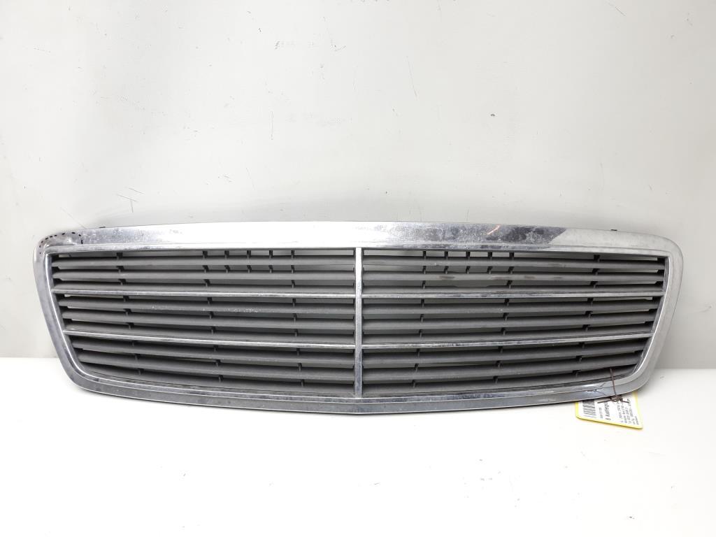 Mercedes Benz C Klasse W203 Baujahr 2000 Kühlergrill Chrom A2038800483